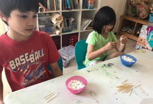 學中文遊戲 道具 :Marshmallow and toothpicks