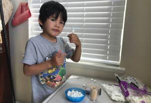 學中文遊戲 準備 :Marshmallow and toothpicks